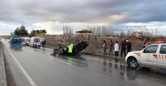 Sivas'ta otomobil ırmağa uçtu: 2 ölü
