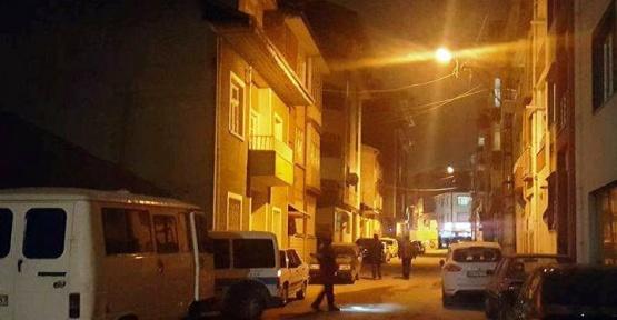 Sokak ortasında kavga eden çift birbirini bıçakladı