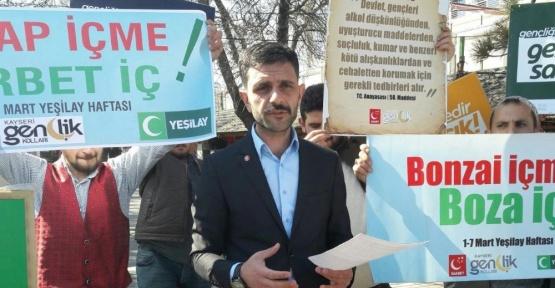 SP Gençlik Kolları 'Şarap İçme Şerbet İç' Sloganıyla Vatandaşlara Şerbet Dağıttı