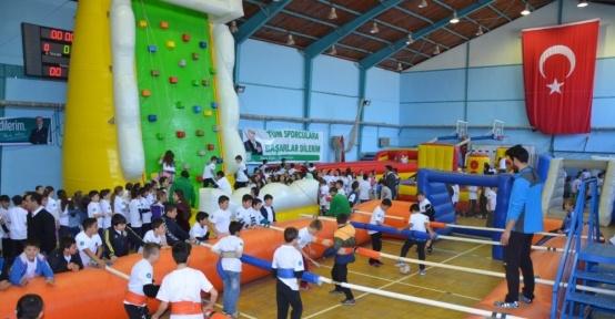 Spor TIR'ı İznik'te öğrencilerle buluştu