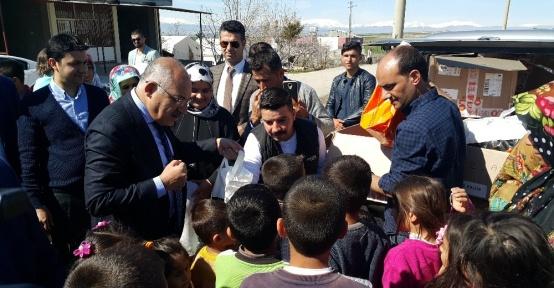 TİM Başkanı Büyükekşi depremzede çocukları sevindirdi