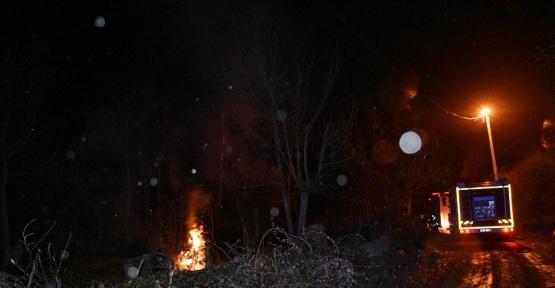 Tosya'da iki katlı bağ evi tamamen yandı