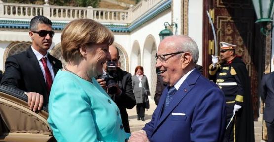 Tunus Cumhurbaşkanı Essebsi, Almanya Başbakanı Merker'i kabul etti