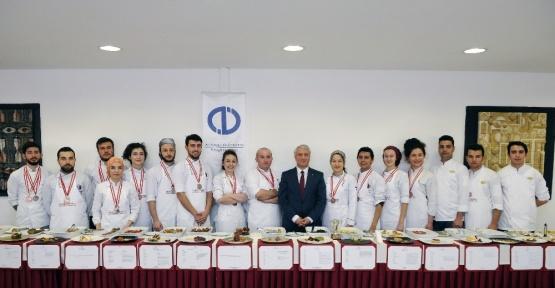 Turizm Fakültesi Aşçılık Takımı İstanbul'dan ödüllerle döndü