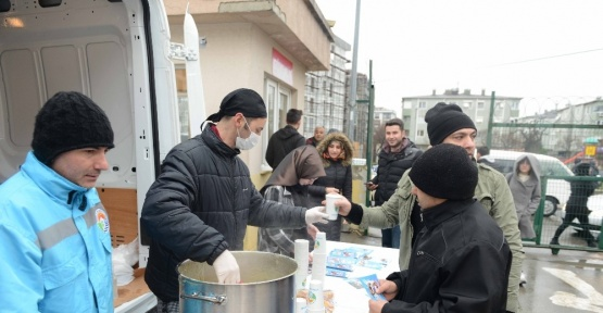 Tuzla Belediyesi'nden YGS adaylarına çorba ikramı