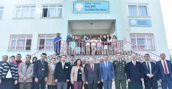Vali Çakacak, Kızılbağ'da öğrencilerle bir araya geldi