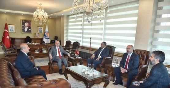 Vali Çakacak, MHP'nin yeni il yönetimini kabul etti