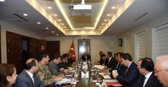 """Vali Mahmut Demirtaş, """"Seçim Güvenliği"""" toplantısında kaymakamlarla bir araya geldi"""