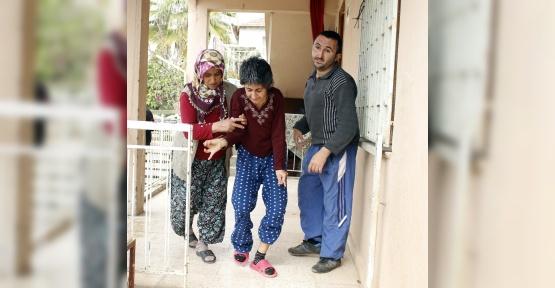 Vicdansız hırsızlar iki bedensel engelli genci eve hapsetti