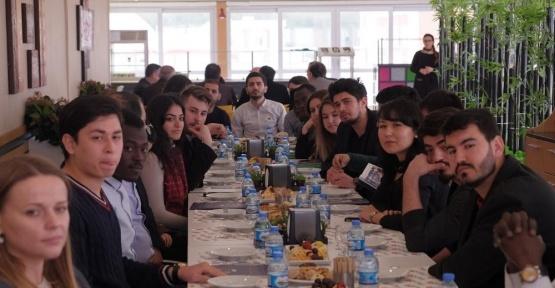 Yabancı uyruklu öğrenciler bir araya geldi