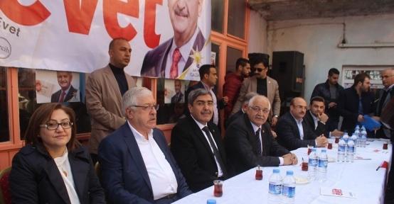 Yavuzeli'de Ak Parti Referandum Seçim Bürosu açıldı