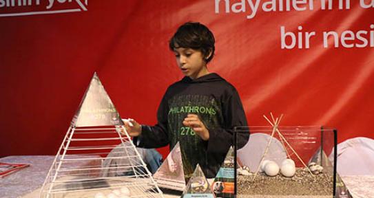 Bilim Festivali'ne ziyaretçi akını var