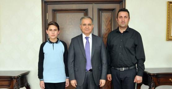 Karaman'da Genç Yazardan Gururlandıran Başarı