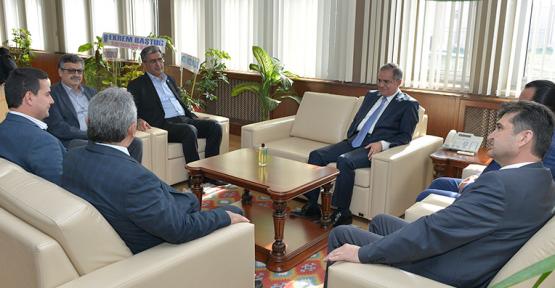Karaman'da Konuk ve beraberindekiler, Rektör Akgülü Ziyaret Etti