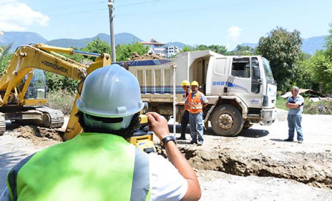 Alanya'nın Oba Mahallesi'ne kanalizasyon hattı döşeniyor