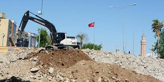 Antalya'da Cumhuriyet Meydanı'nda çalışma Var