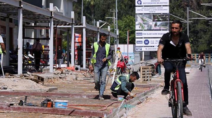 Antalya'da Şarampol Caddesi'nde çalışmalar son hız