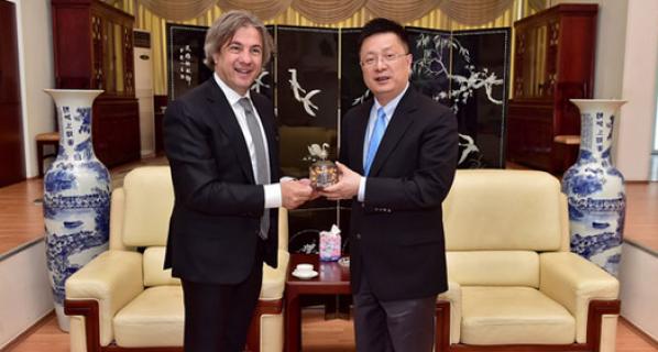 Başkan Demircan, Başkonsolos Qian Bo ile bir araya geldi