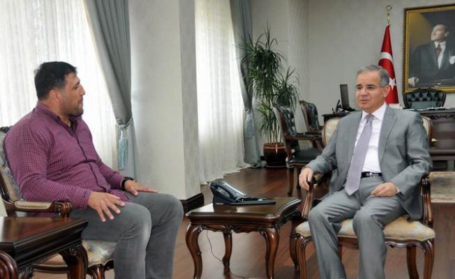 Başpehlivan Kara, Karaman  Valisi Tapsız'ı Ziyaret Etti