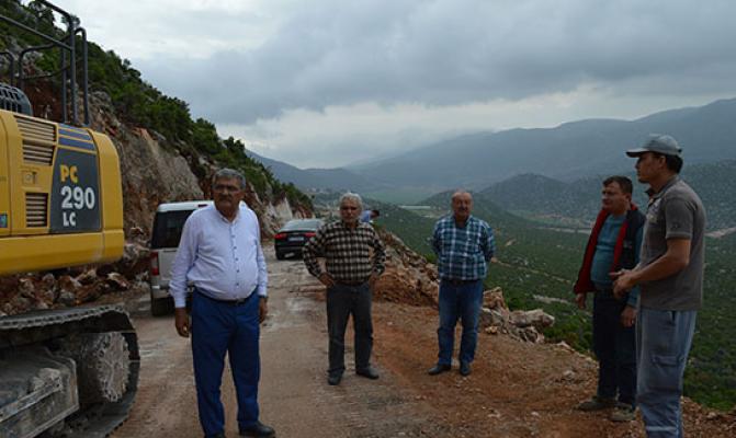 İlçe mahallelerde yol genişletme çalışmaları devam ediyor