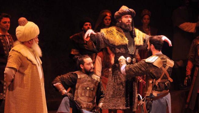 İskender Pala'nın oyunu Karamanlı tiyatro severlerle buluştu