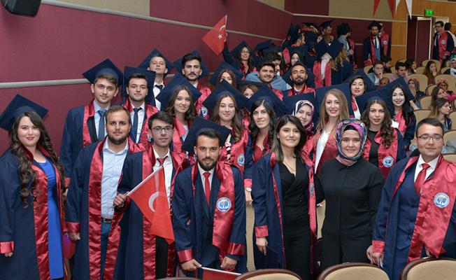 (KMÜ) Mühendislik Fakültesi mezuniyet töreni coşkuyla yapıldı