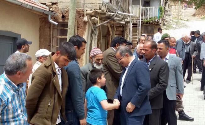 Vali Tapsız, Yukarıakın'da  şükür ve bereket  duasına katıldı