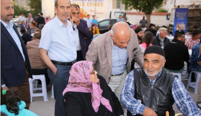 Karaman'da Topucak Mahallesi iftar sofrasını misafir etti