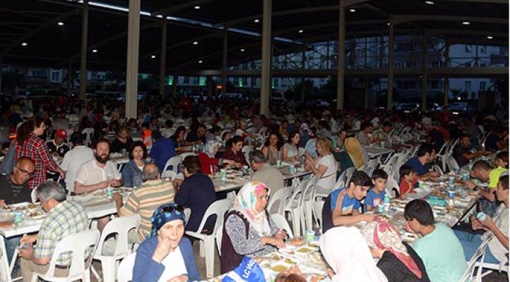 Liman Mahallesi'nde 2 bin kişi iftar sofrasında buluştu