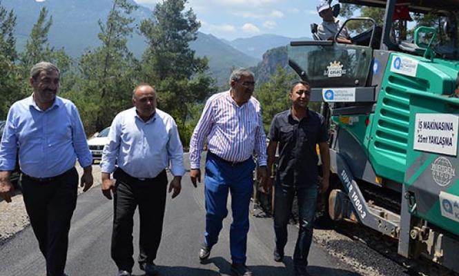 Yol yapım ve asfalt çalışmaları tüm ilçelerde devam ediyor