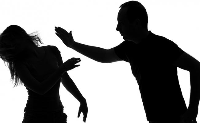 Barışma İstediğini Kabul Etmeyen kız arkadaşını darp etti