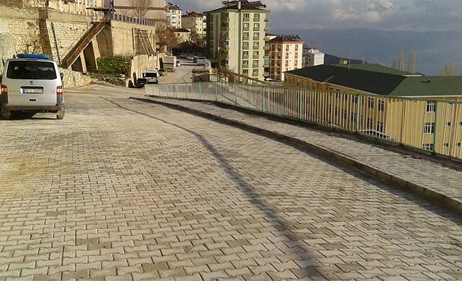 Adnan Göksu Sokak'ta (Tol Medrese Altı) parke taşı döşeme çalışmaları tamamlandı