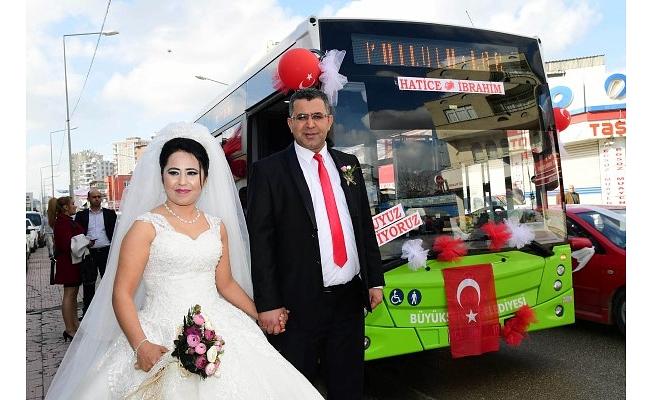 Belediye Otobüsü, Şoför Çiftin Gelin Arabası Oldu
