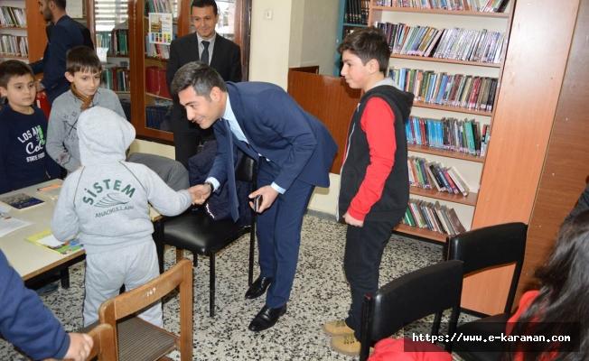 Kaymakamımız Nurhalil Özçelik ilçemiz Mustafa ve Ayşe Karpuzcu Halk Kütüphanesini ziyaret etti.