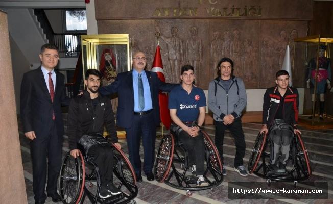 Aydın Valiliği, Aydın Genç Efeler Tekerlekli Sandalye Basketbol Takımı Sporcularına Tekerlekli Sandalye Hediye Etti