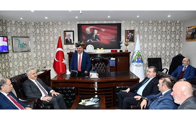 BAKAN AHMET ARSLAN ve OSMAN AŞKIN BAK, BAŞKAN KOCATEPE'Yİ ZİYARET ETTİ