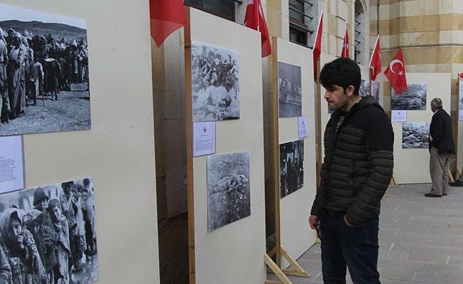 """""""Bayburt'ta Ermeni Mezalimi''  Konulu Fotoğraf Sergisi Yakutiye Cami Bahçesine Taşındı"""