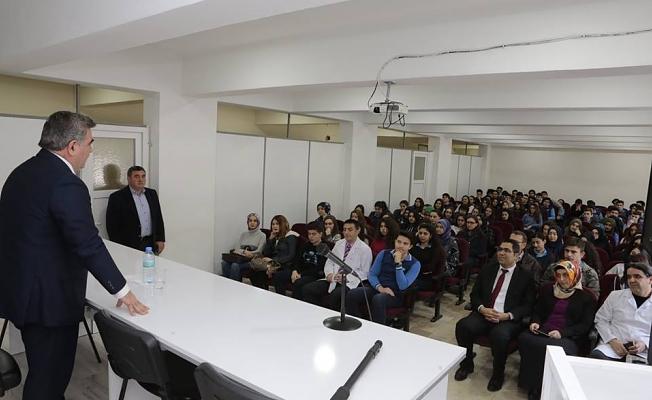 Belediye Başkanımız Cafer Özdemir, Öğrencilerle Deneyimlerini Paylaştı