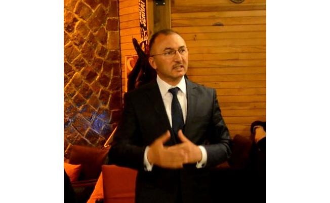 """Belediye Başkanımız Faruk Köksoy, """"Dünya Sanat Günü"""" kapsamında düzenlenen resim"""
