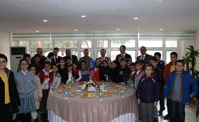 Öğrencilerimizden Afrin'deki Mehmetçiğe Duygu Yüklü Mektuplar