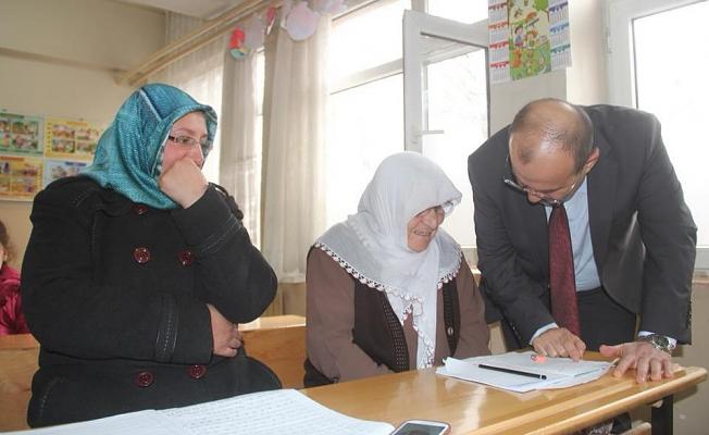 Ustaoğlu, 'Okuma Yazma seferberliği' kapsamında Bitlis'te 543 kursun açıldığını söyledi