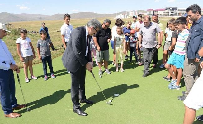 Vali Bilmez ve Başkan Köksoy, Genç Golfçüleri Sahada Ziyaret Etti