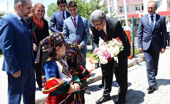 Valiler Kararnamesi ile Ardahan Valiliğine atanan Mehmet Emin Bilmez, görevine başladı.