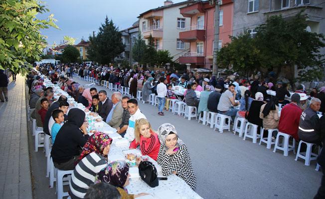 İFTAR SOFRASI HÜRRİYET MAHALLESİ'NE KURULDU
