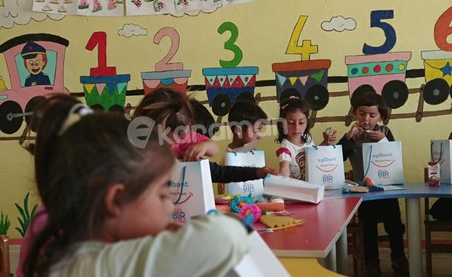 Her yıl 1 Okyanus Projesi ile Köy Okuluna Kütüphane
