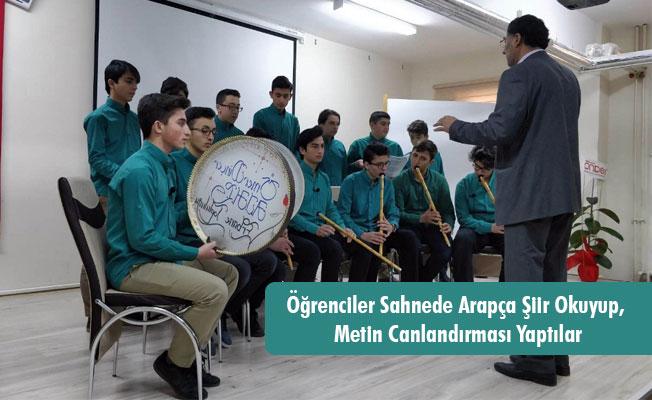 Öğrenciler Sahnede Arapça Şiir Okuyup, Metin Canlandırması Yaptılar