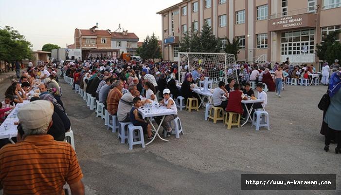İFTAR SOFRASI HÜRRİYET MAHALLESİ'NDE KURULDU