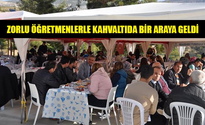 ZORLU ÖĞRETMENLERLE KAHVALTIDA BİR ARAYA GELDİ