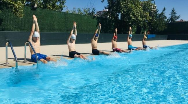 Büyükşehir Belediyesi'nin ücretsiz yüzme kursu devam ediyor
