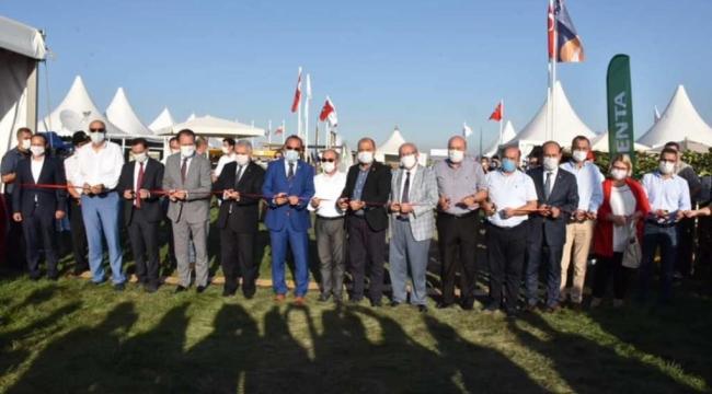 Tarımsal ürünlerin ve tarımda kullanılan teknolojik aletlerin sergilendiği Karaevli Tarım ve Teknoloji Fuarı'nın açılışı düzenlenen törenle gerçekleştirildi.